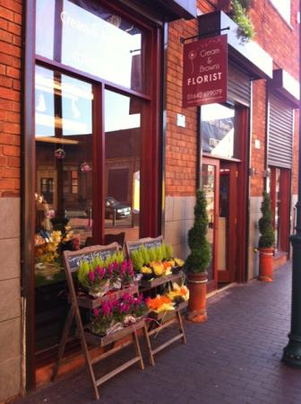 Cream and Browns Florist - Middlesbrough, North Yorkshire TS1 5AU - 01642 699079 | ShowMeLocal.com