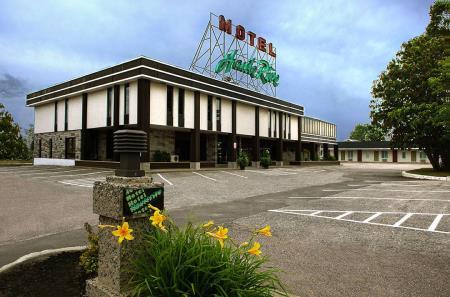 Hotel Motel Hauterive - Baie-Comeau, QC G5C 2E3 - (418)589-2041 | ShowMeLocal.com