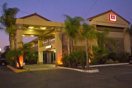 Ashlan Inn  - Fresno, CA 93722 - (559)275-2727   ShowMeLocal.com